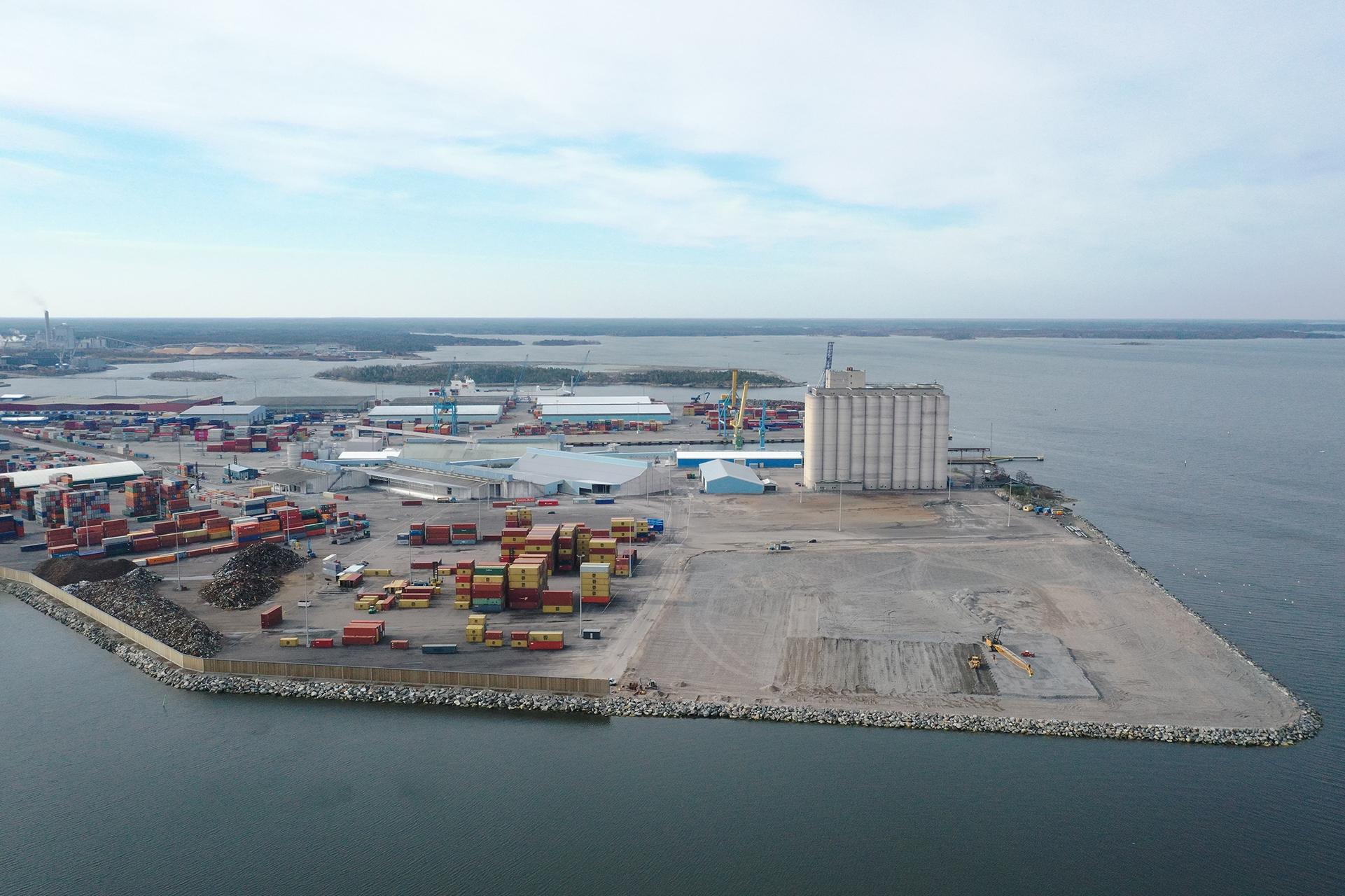 Rauman sataman laajennusosa kuvattuna keväällä 2021.